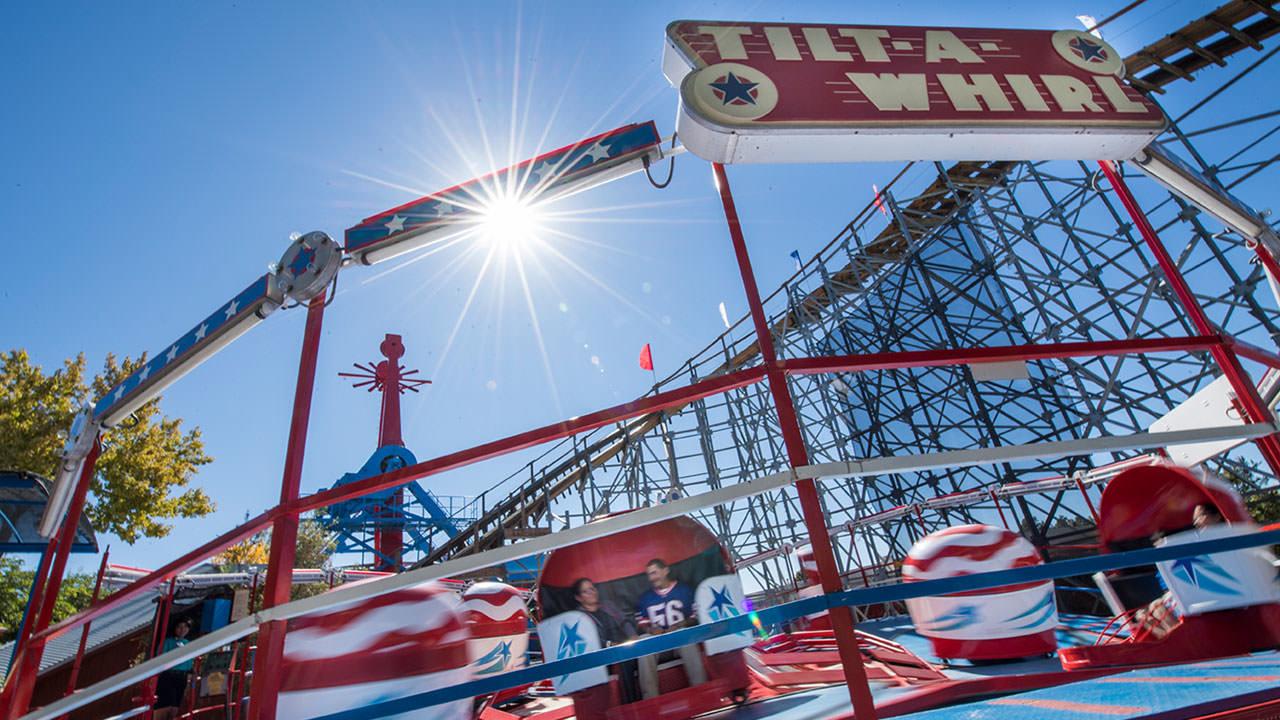 Tilt A Whirl ride at Cliffs Amusement Park