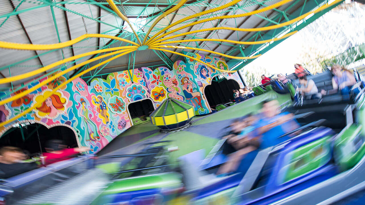 Musik Express at Cliffs Amusement Park