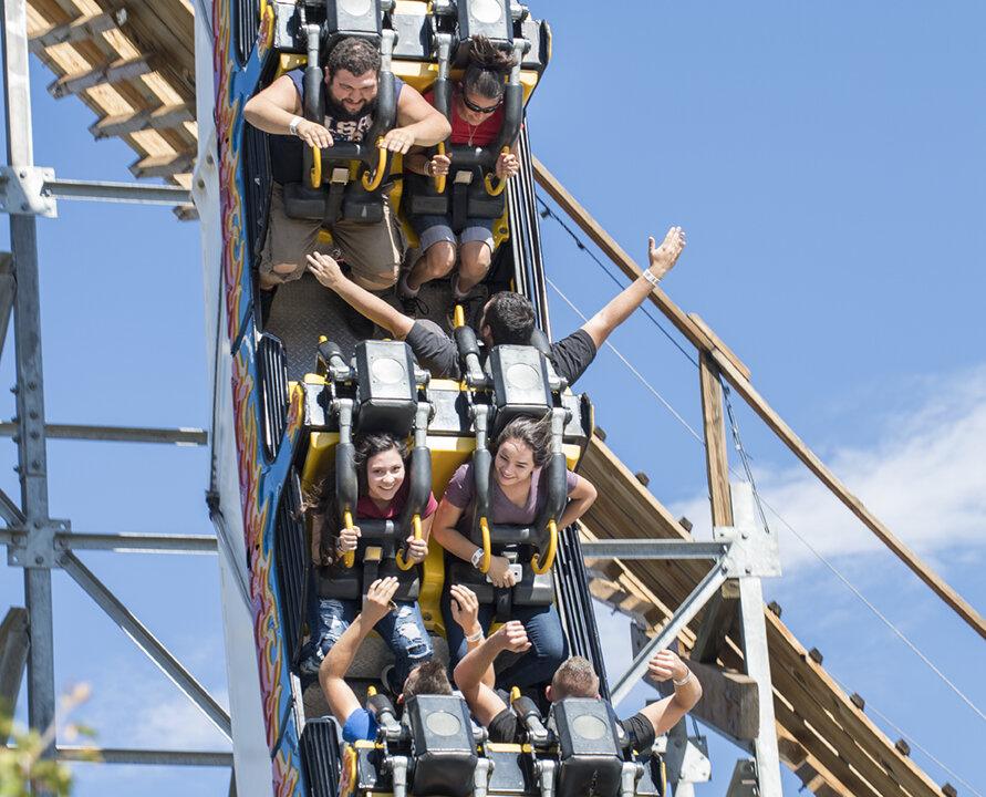 Ride at Cliffs Amusement Park